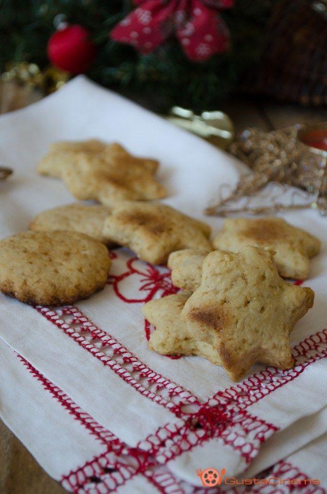 Gingerbread cookies - Biscotti speziati al miele sono dei gustosi e profumati frollini. Perfetti da preparare nel periodo Natalizio