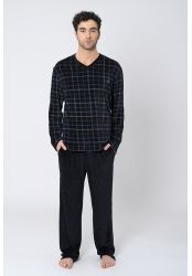 Chandal Hombre Terciopelo en cuadros, cuello en pico. Pantalón liso. - Lohe #pijamacaballero #pijamahombre #pijamaraso #pijamanegro #pijamaterciopelo #pijamalohe