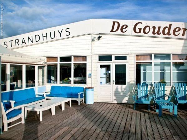 Sfeervolle uit eten aan het strand in Strandhuys De Gouden Bal.