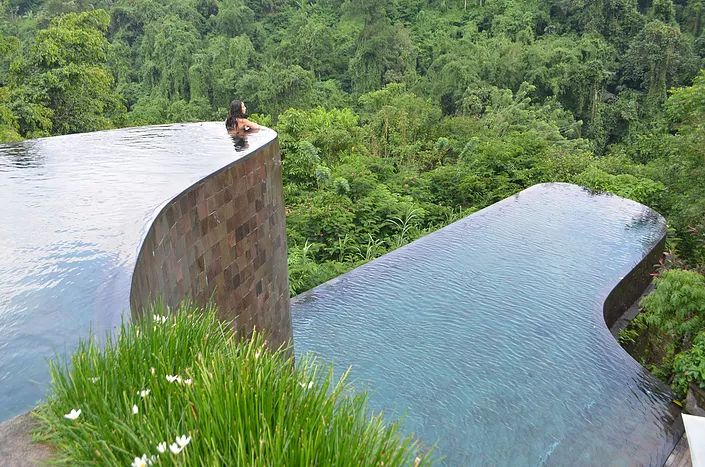 Ubud Hanging Gardens, Bali I remember the very first time I went to Bali, almost 4 years ago now, and how as soon as I stepped outside of the airport in Denpasar - I said to myself