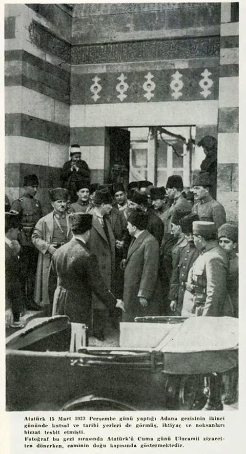 Mustafa Kemal Atatürk. Cuma Namazı sonrası, Adana Ulucamiden çıkarken. 15 Mart 1923.
