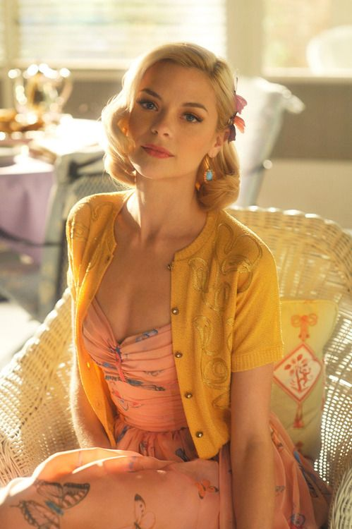 Retro style - Beautifications.  I wish I could have everything she wears in the show!