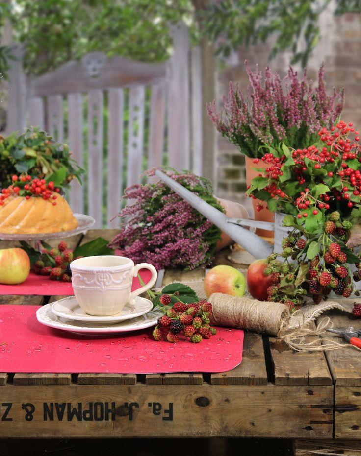 Tischdekoration Herbst im Garten. Abwaschbare Tischsets von Sander