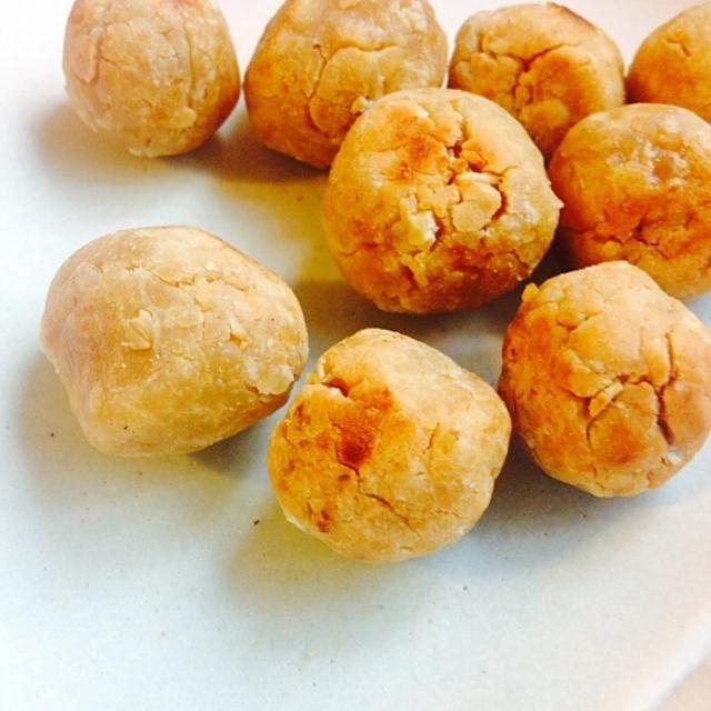 米粉のアーモンドクッキーの試作 - 14件のもぐもぐ - 米粉のアーモンドクッキー になるはずだったもな by yuccabell