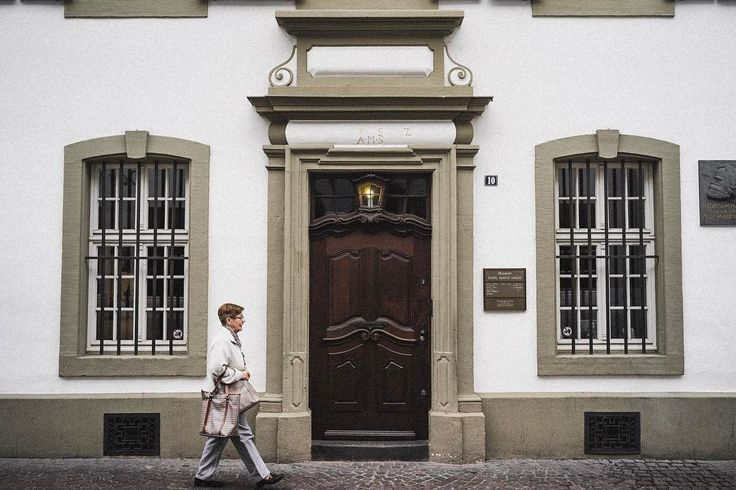 The Karl Marx House museum is a writer's house museum in Trier. In 1818 Karl Marx the father of modern socialism and communism was born in the house. It is now a museum about Karl Marx's life and writings as well as the history of communism. #karlmarx #karlmarxhouse #trier