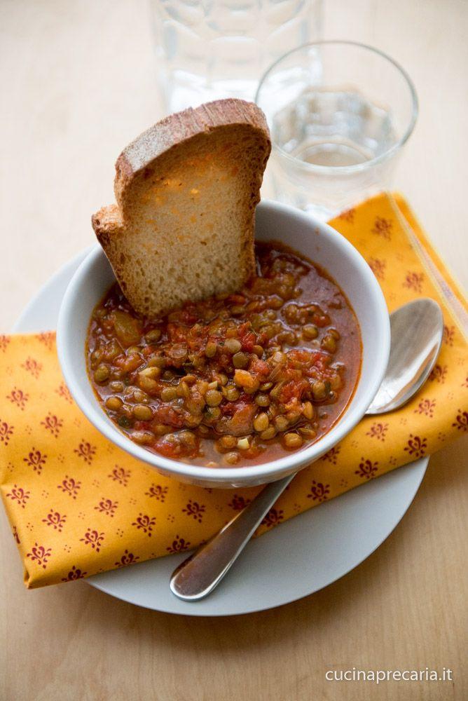 Zuppa di lenticchie, pomodoro e curcuma | cucinaprecaria.it