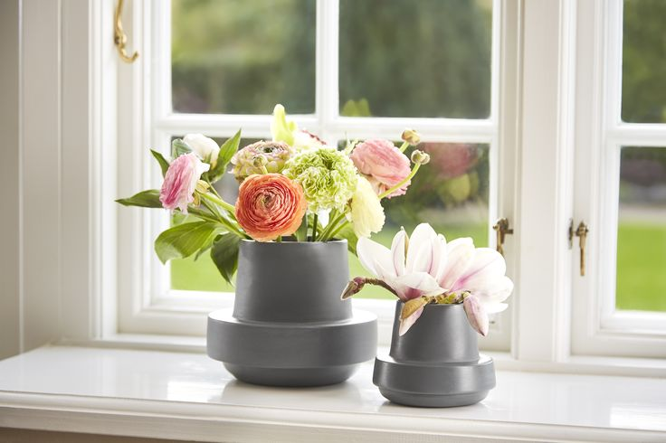 Bring spring inside with • Hinken pots • Designed by Silje Nesdal & Ann Kristin Einarsen #flowerpots #flowers #pots #spring #accessories #ceramic #norwegian #design #WOUDdesign