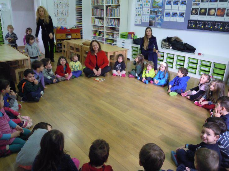 Η αγαπημένη συγγραφέας Ρένα Ρώσση-Ζαΐρη επισκέφθηκε τον Παιδικό Σταθμό Sofia's Kinderhaus και διηγήθηκε στα παιδιά ιστορίες από τα νέα της βιβλία!