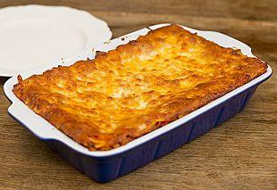 Überbackene Lasagne frisch aus dem Ofen
