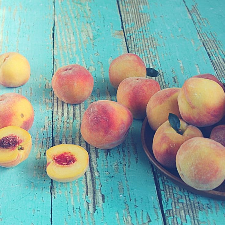 How to Freeze/ Perservee summer fruits the EASY way all year long for smoothies and other tasty treats.