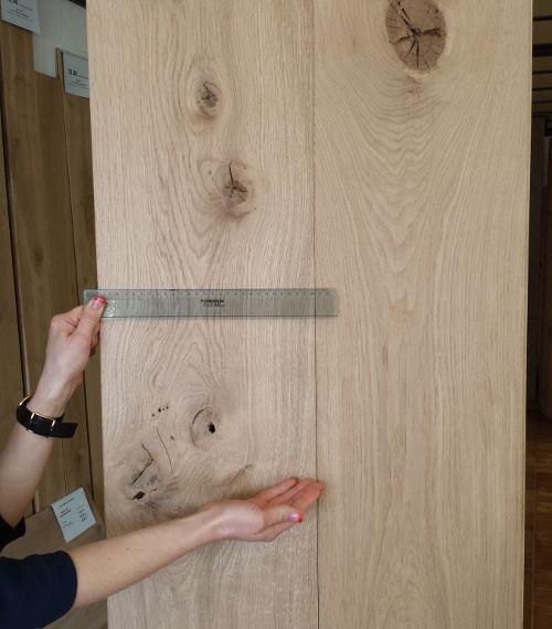 Superbrede massieve eiken parket. 28 cm breed!!!!  20x280x1500-2500 mm voor 35,10 €/m² 20x240x1500-2500 mm voor 32,25 €/m² Alle prijzen zijn exclusief BTW. Planken zijn ongestopt. Legklaar: gedroogd en geschuurd, tand en groef rondom. Deze mooie houten plankenvloer is uit voorraad leverbaar! Voor meer info kijk op onze website: http://belat.be/nl/goedkope-prijzen/houten-vloeren/massieve-eiken-plankenvloer Wij leveren in heel België enNederland.  Tel: +32 11/96 80 50