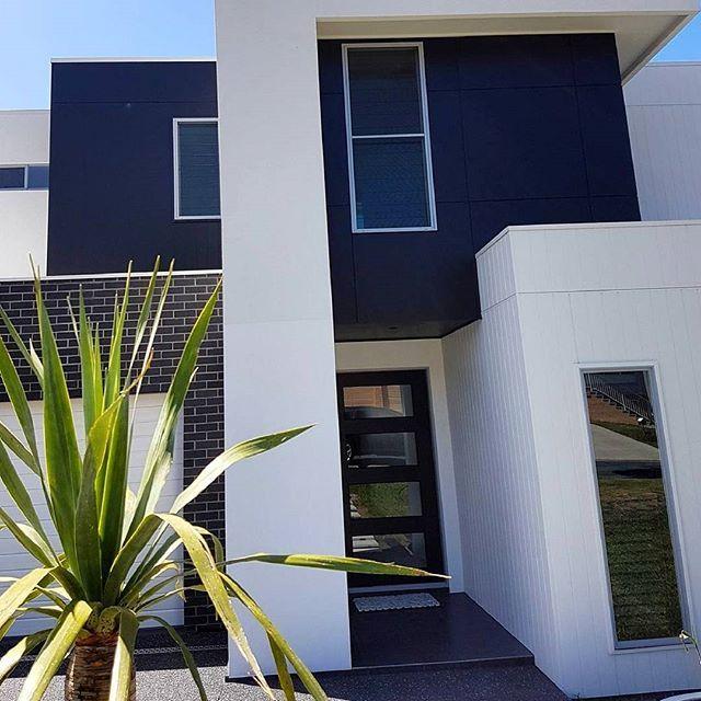 https://i.pinimg.com/736x/0f/49/8d/0f498d928c7ceea28dba21ca747a71de--home-exterior-design-home-exteriors.jpg