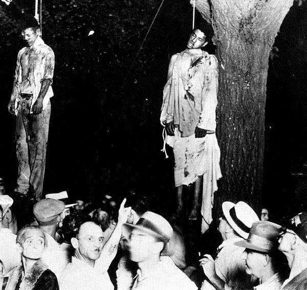 Le 7 août 1930 Lawrence Beitler photographie Thomas Shipp et Abram, Smith, deux afro-américains, lynchés à mort par la foule puis pendus à un arbre. Depuis lors, le photographe a vendu des milliers d'exemplaires de cette image et a inspiré un poème engagé appelé Fruit Etrange. Cette image reste un symbole dans la lutte contre la ségrégation raciale.