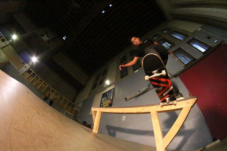 Notre rideur Louis Bars fait honneur à son ainé en plaçant un Bs Tail Slide avec le tout nouveau pro model Lockwood Skateshop x Antony Lopez By Blck Brklyn!💣💯‼️Photo Geoffrey Honig 👍 💗 #LockwoodSkateshop #LouisBars #AntonyLopez #IdealSkatePark#Albi #supportyourlocal #skateshop #skateboarding #SkateClubAlbi