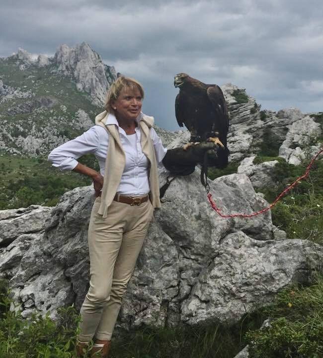 Imposante Bilder vom Drehort-Festival in Kroatien! Schauspielerin Uschi Glas (Apanatschi) und Marinko Cosic (Happy) noch einmal am originalen Drehort von vor 50 Jahren. Danke an die Festival-Organisatoren Marc Schiewe & Ulrich Wirsing für die tollen Fotos auf ihren Facebookseiten.