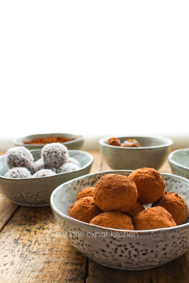 My Little Expat Kitchen: Date, coconut, cacao and almond balls (truffles)