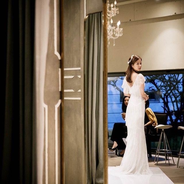 기분이 우울하거나 복잡한 일들로 머리가 아플땐 예쁜신부 사진이 만병통치 치료제. - - #soul_page#bride#wedding#dress#marchesa#photoshoot#beyondthedress#marchesabride #소울페이지#샵촬영#신부#드레스#마르케사#비욘드더드레스