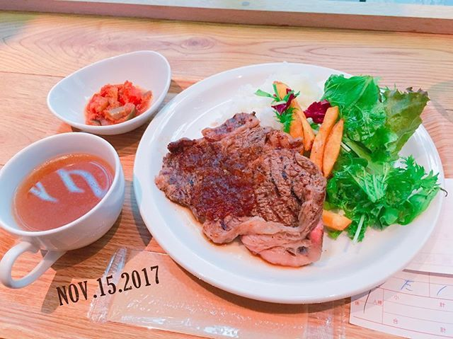 ❇︎ . . #昨日 の#lunch #ステーキ #オニオンスープ . . . #lunchtime #お昼ご飯 #お昼 #ご飯 #tokyo #food #instafood #foodstagram #気づけば食べ物の写真が多い #食べることが趣味 #肉 #soup #ol