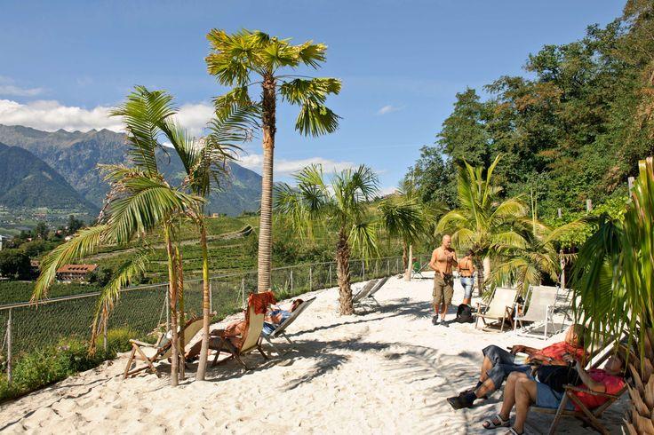Der Palmenstrand zum Enstpannen auf dem Weg zur Voliere | La Spiaggia delle Palme per rilassarsi raggiungendo la Voliera