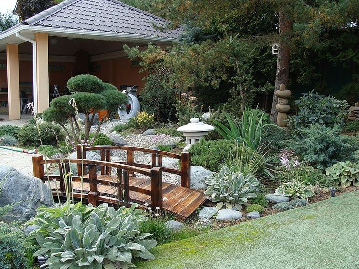 Wooden bridge gives the Asian garden that timeless Japanese style and Oriental vibe [Design: Koreneva]