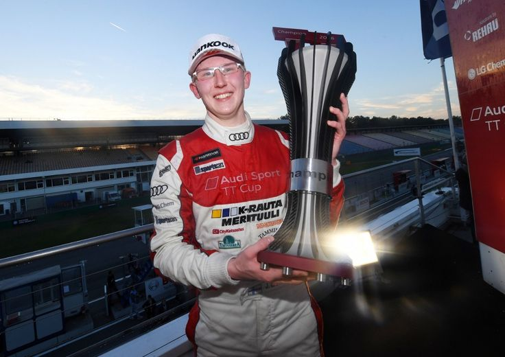 Nowy mistrz Audi TT Cup 18 letni kierowca z Finlandii https://www.moj-samochod.pl/Sporty-motoryzacyjne/Drugi-Audi-TT-Cup-dla-osiemnastoletniego-Fina-Joonasa-Lappalainen #Audi #AudiTT #audittcup #TTCup #Hockenheimring