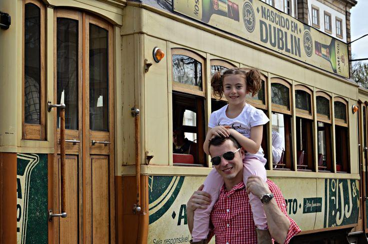 Un tranvía llamado Recuerdo. Oporto en familia | Viajando con Mami Bog | 8/04/2015 Si hay un medio de transporte que a mi me apasiona de Oporto es sin duda, y como ya , puedes imaginar por la foto,  el pequeño y clásico tranvía. #Portugal