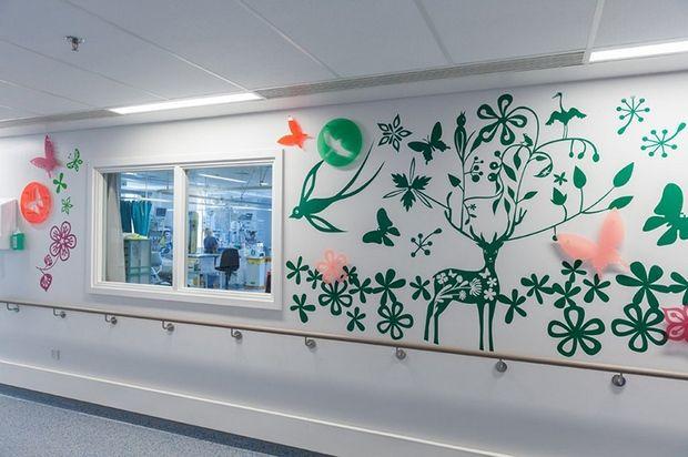 Hospital londrino reúne 15 artistas para redecorarem as enfermarias, levando cor e alegria às crianças - Follow the Colours