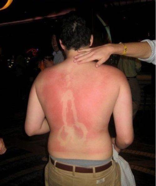 Faut pas s'endormir au soleil avec Rocco Siffredi dans le dos!