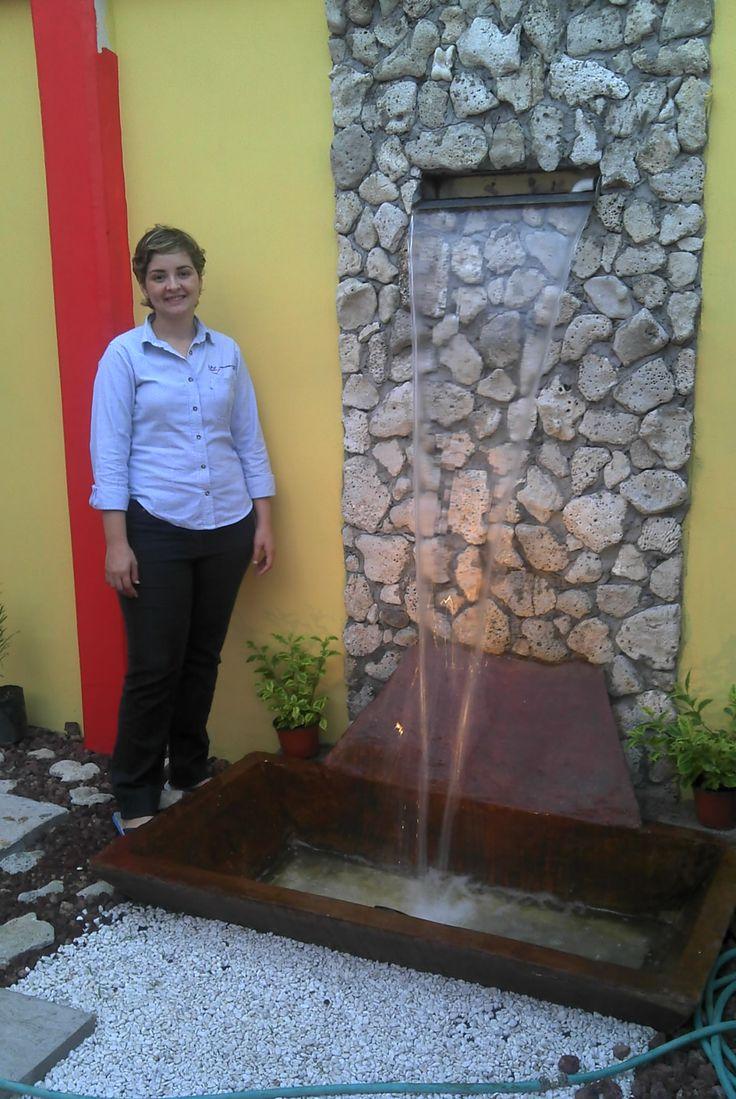 Fuente de agua en el jard n cascadas modernas pinterest for Cascadas de agua artificiales para jardin