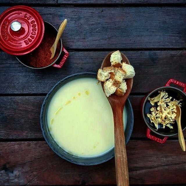 Cantinery'de bugün: Karnabahar çorbası. Her yer bembeyazken kıvamı yoğun kuvvetli bir kış çorbasının tam zamanı, tam haftası.