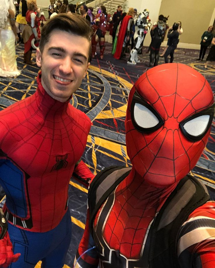 Homecoming and Infinity War in one place! #spiderman #spidermancosplay #spidermanhomecoming #marvel #mcu #marvelcinematicuniverse #spidey #amazingspiderman #ultimatespiderman #hombrearaña #marvelcosplay #cosplay #cosplayer #tomholland #katsucon2018 #katsucon #avengers #infinitywar #avengersinfinitywar #webhead #webslinger #peterparker #spiderverse