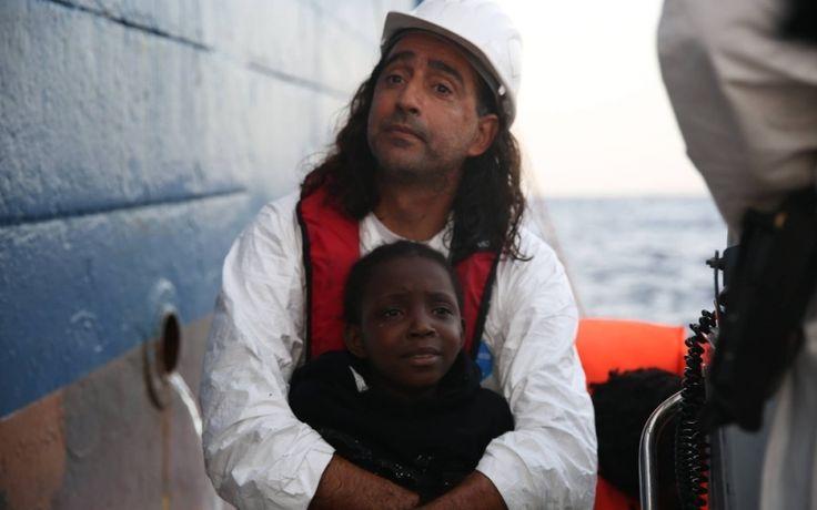 Octubre, un mes despiadado en el Mediterráneo | Con las estadísticas del mes pasado, el 2016 ya se convirtió en el año más mortal desde que comenzaron a registrarse las muertes de quienes buscan refugio en Europa y ocupan esta vía marítima para llegar al continente. Esta galería fotográfica explicada por Nicholas Papachrysostomou, el coordinador del Dignity 1, muestra algunos de los momentos que se vivieron el mes pasado a bordo de este barco de búsqueda y rescate de MSF.