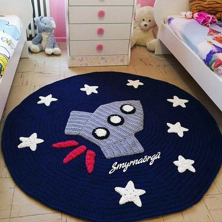 "157 Likes, 13 Comments - Vanessa Eduardo (@passa_la_em_casa) on Instagram: ""Bom dia!!! Tapete lindo para quarto infantil @smyrna_orgu #crochet #crochetaddict #crochet…"""