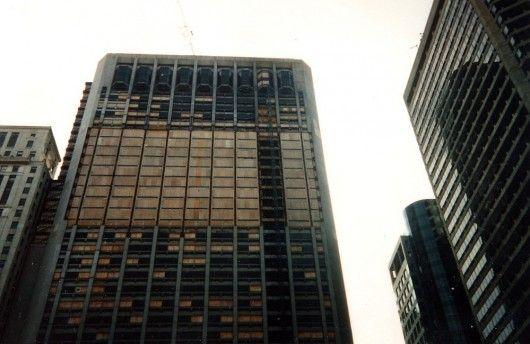 Ci avete mai pensato alla demolizione edifici in città importanti? E soprattutto, perché? Michael Aynsley ha pensato a darci la risposta, stilando una lista dei dieci edifici più alti mai demoliti e le ragioni per le quali sono stati rasi al suolo. http://blog.csa-srl.it/demolizione-edifici-10-piu-alti-nel-mondo/