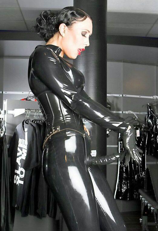 latex strapon lack kläder