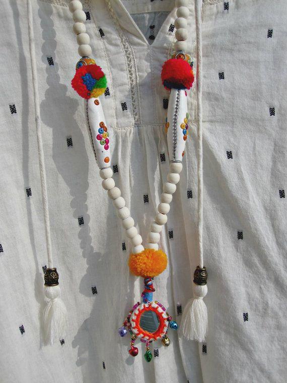 Ethnic Chic Thaï Necklace Hmong pompoms & pendant por VivalaVirgen