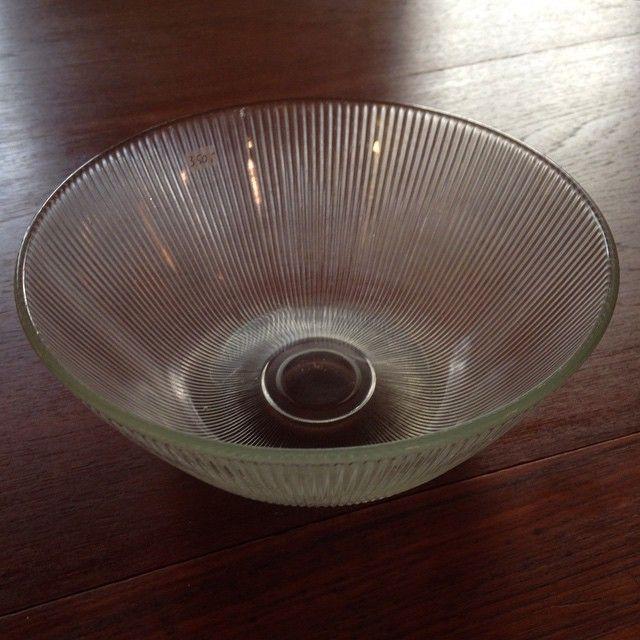 """Siri"" liten salatbolle kr 450,- Hadeland Glassverk. Design Willy Johansson."