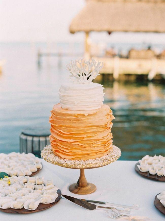 оранжевый свадебный торт с рюшами