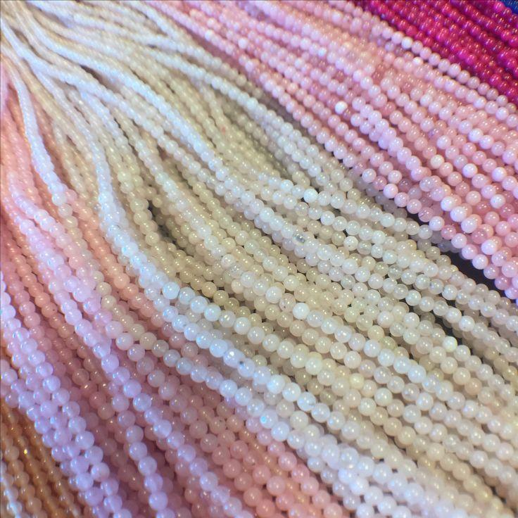 Drobne koraliki z kamienia. 💗 Little stone beads.
