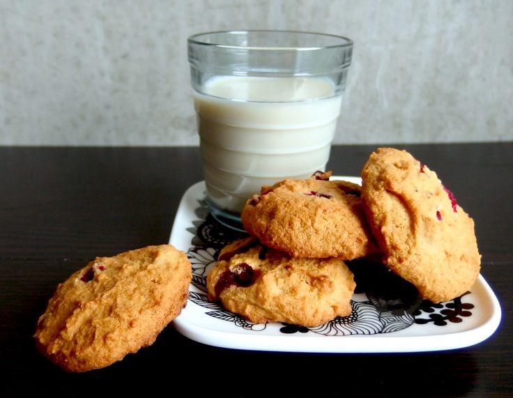 Luontaisesti gluteeniton vegaani puolukka cookie