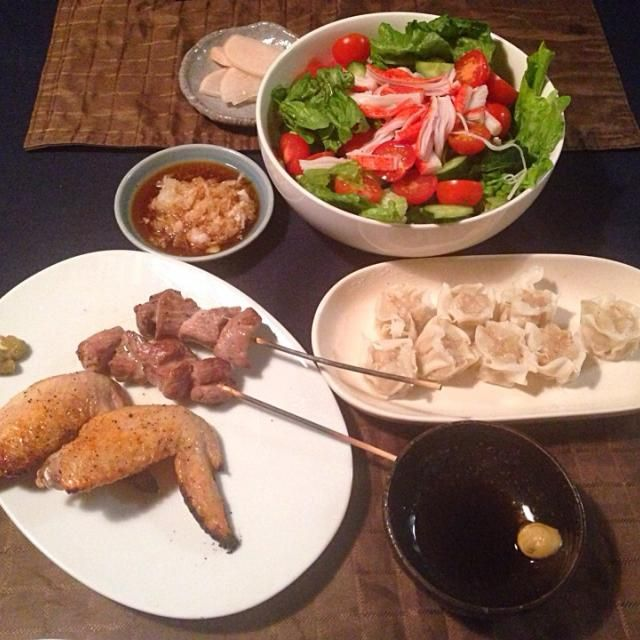 とりあえず… - 22件のもぐもぐ - 手羽先、豚串、エビシュウマイ(市販)、カニカマサラダ、大根の漬物 by tabajun