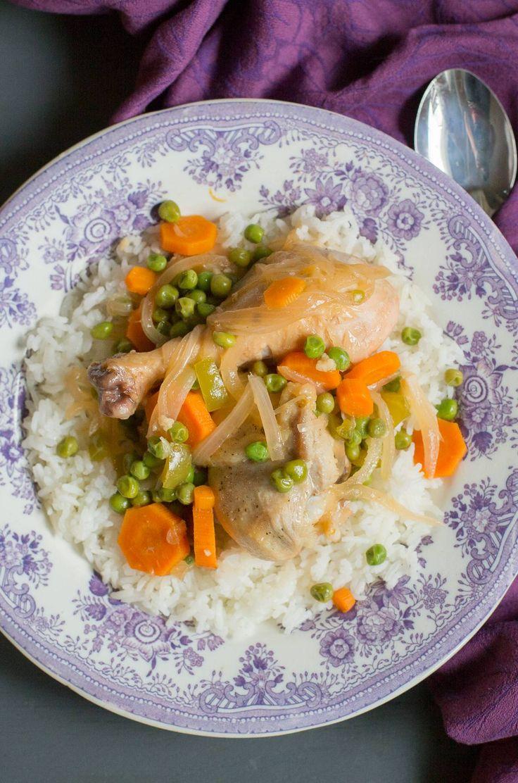 POLLO ARVEJADO #ad Receta patrocinada por Mirum Shopper. #SaboreaTuVerano El pollo arvejado es una receta que recuerdo haber comido desde siempre. Mi tía lo hace especialmente rico. Es un plato que saca mucho de apuro, se cocina rápido y es siempre sabroso. Es decir representa muy bien las características de la comida latina. Tradicionalmente en Chile se sirve acompañado de...