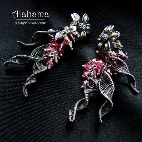 Wire weaved earrings, so beautiful and eye catching. The secret garden by Alabama
