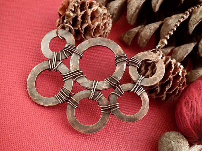Find out how to turn simple metal washers into a bold, beautiful necklace! Simply follow this fun, FREE tutorial on how to make washer necklaces.
