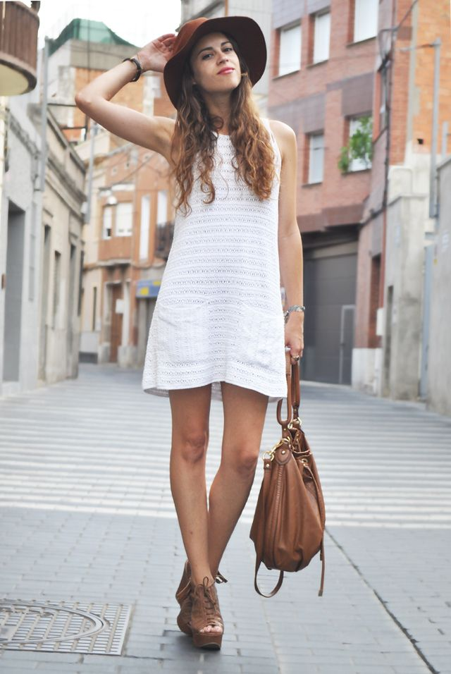 chestnut brown brimmed hat, white knitted sleeveless shift dress, brown bag, brown lace up peep toe booties