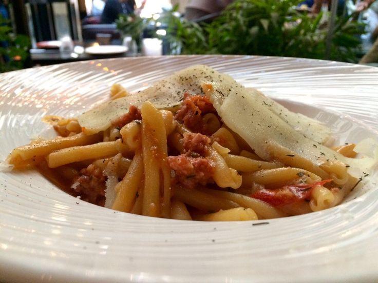 Κάντε ένα Lunch Break στο αγαπημένο σας Pasaji! Δοκιμάστε τα Στριφτάρια με πικάντικα κομματάκια από μοσχάρι και χοιρινό, με σάλτσα από ψητές ντομάτες και πιπεριές. Το πιάτο συνοδεύεται από τυρί μελίχλωρο Λήμνου. Εκπληκτικό! #Pasaji #PasajiAthens #CityLink #Athens #Food #AthensFood #Restaurant #AthensRestaurant #FoodInAthens #RestaurantInAthens #LunchBreak #Athens #Pork