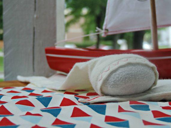 "Doudou ""Navettes"", lutin-câlin fond blanc par MimiEtPoesie sur Etsy"