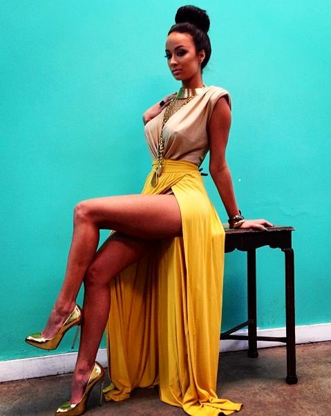 Color combo not the skirt lol...neutral top with mustard pencil skirt and long…