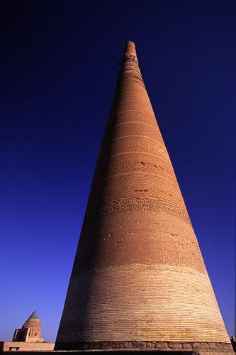 Minaret à Kounia-Ourguentch au Turkménistan #Voyage #Architecture