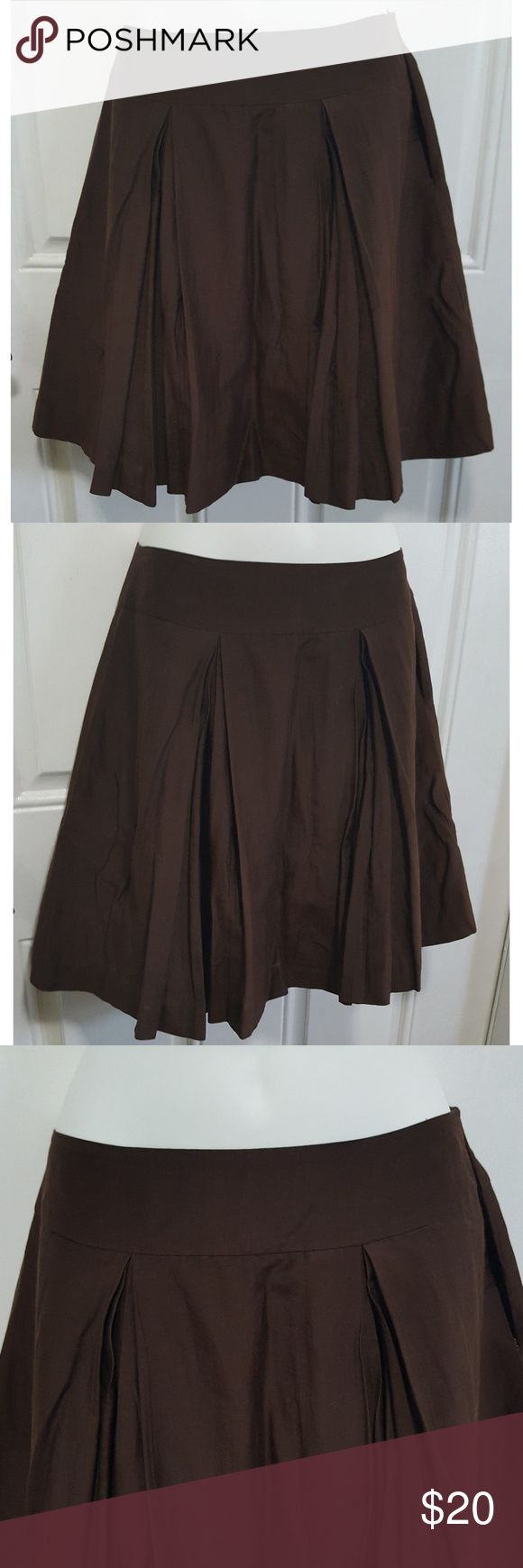 Banana Republic Brown Pleated Silk Cotton Skirt Banana Republic Brown Pleated Silk Cotton Skirt with pockets. Size 6P. No flaws. Smoke free home. Banana Republic Skirts